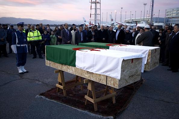 Llegan a Argel los restos mortales de las dos víctimas del atentado terrorista perpetrado una mezquita en la ciudad de Quebec, Canadá. (Getty Images)