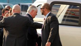 El secretario de Estado de EU, Rex Tillerson, llegó este miércoles al AICM. (EFE)