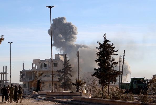 Imagen de archivo de un bombardeo de la coalición contra el Estado Islámico en Siria. (Getty Images, archivo)
