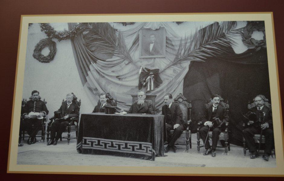 Situado en el centro de la ciudad de Querétaro, el Teatro de la República atestiguó uno de los acontecimientos más importantes en la historia de México: la promulgación de la Constitución Política el 5 de febrero de 1917, que plasmó las principales demandas sociales, económicas y políticas de la Revolución Mexicana. (Notimex)