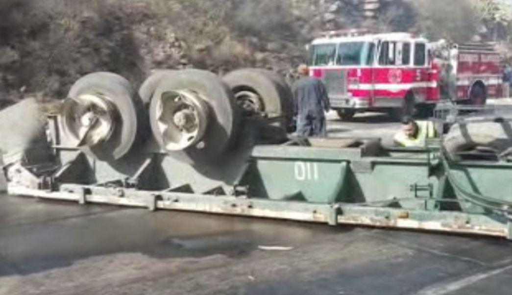 Accidente de tráiler en la autopista México-Querétaro (Noticieros Televisa)