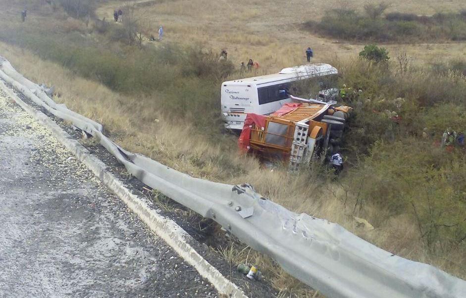 Accidente en carretera de Oaxaca (Twitter @CNEOax)