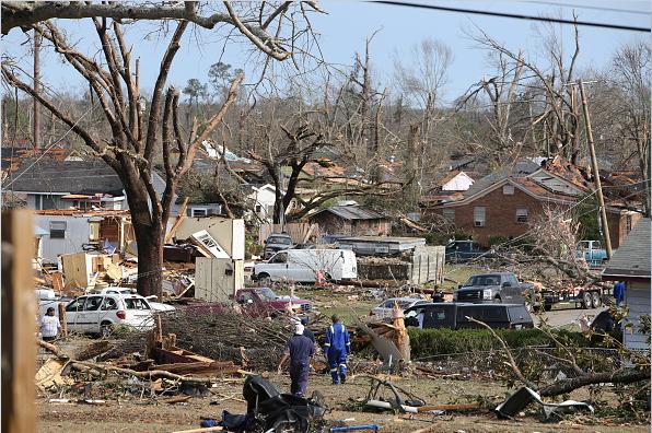 Al menos cuatro tornados castigaron el estado de Luisiana y uno azotó en Mississippi.