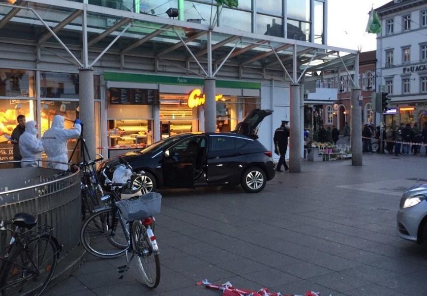 Un conductor atropella a varios peatones en Heidelberg, Alemania (Twitter @ariasborque)