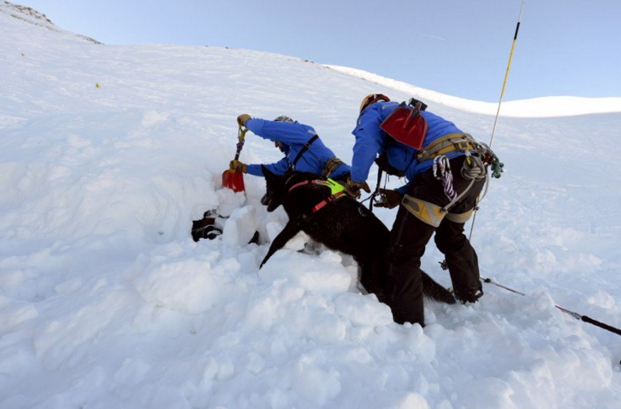 Avalancha en Los Alpes deja cuatro muertos y cinco personas atrapadas