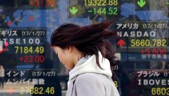 Pizarra de cotización con los principales índices bursátiles asiáticos (AP)