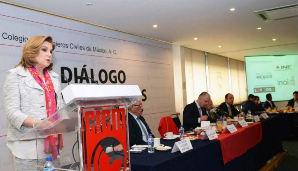 Arely Gómez, secretaria de la Función Pública, dialoga con miembros del Colegio de Ingenieros Civiles de México; afirma que combatir la corrupción ayudaría a mejorar el crecimiento económico y el empleo