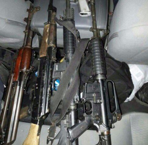 Aseguran armas de fuego y vehículo robado en Michoacán. (Twitter/ @MICHOACANSSP)