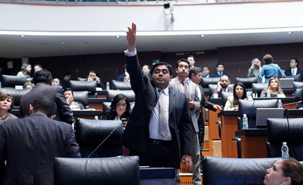 Luis Miguel Barbosa, coordinador de los senadores del PRD, asegura que el jefe de gobierno de la CDMX, Miguel Ángel Mancera, cayó y quedó atrapado en la telaraña de las corrientes del partido.