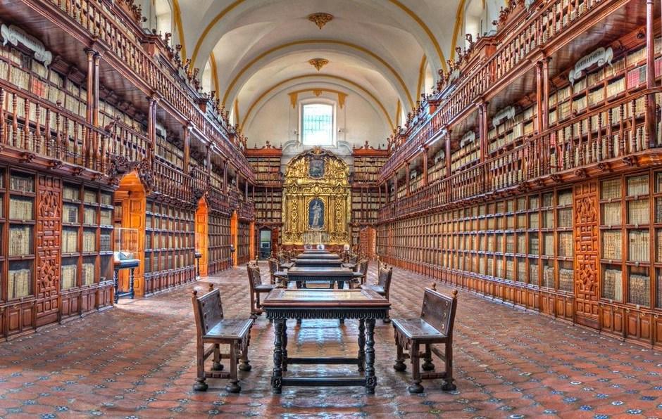 Interior de la Biblioteca Palafoxiana