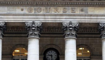 Fachada de la Bolsa de París. (Getty Images)