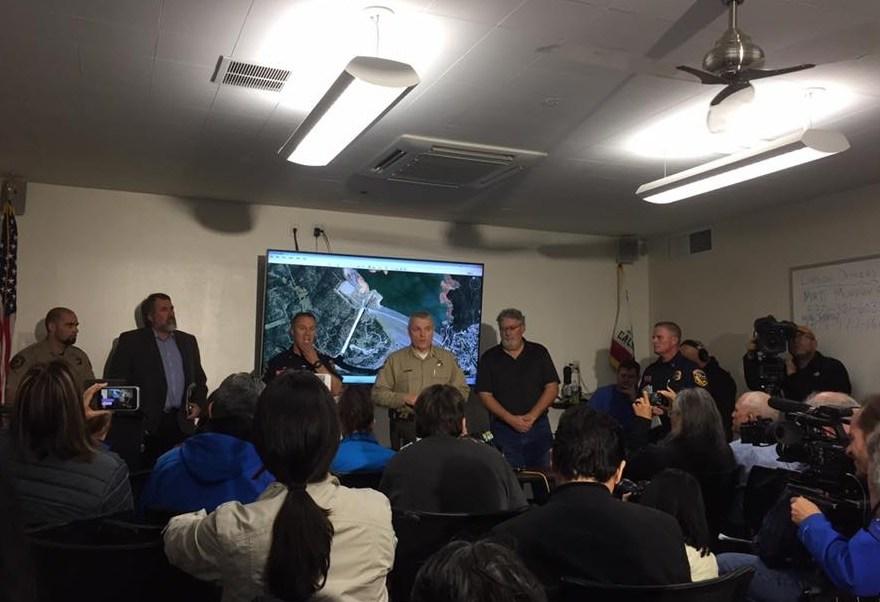 El sheriff del condado de Butte, Kory Honea, informó en rueda de prensa que se levantó la orden de evacuación en el área bajo riesgo por daños en la presa de Oroville, al norte de California.