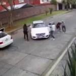 Captan en video el secuestro de una mujer en Uruapan, Michoacán. (Noticieros Televisa)