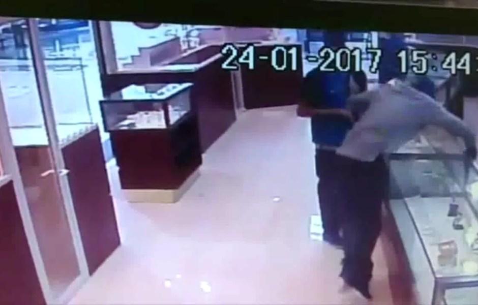 Captan robo a joyería de Monterrey (Twitter @_LASNOTICIASMTY)
