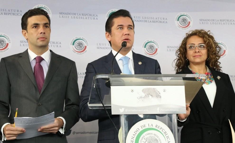 En conferencia de prensa, el coordinador de los senadores del PVEM, Carlos Puente, destacó que propondrán la disminución del número de diputados y senadores.