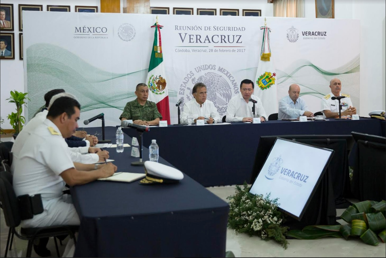 El secretario de Gobernación analiza la estrategia de seguridad en Veracruz; funcionarios federales, estatales y municipales participan en la reunión (Segob)