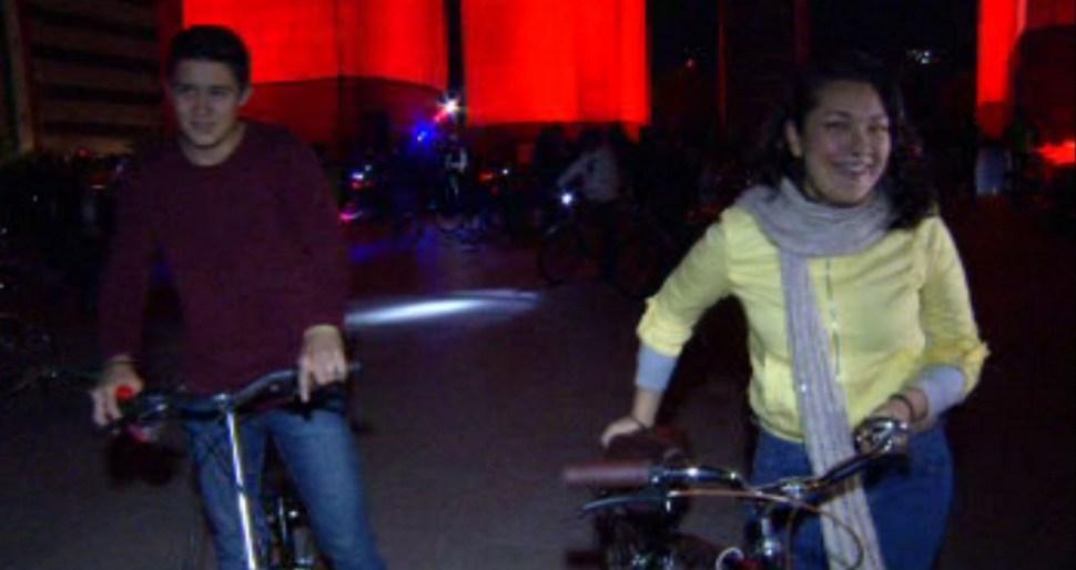 Ciclistas realizan el paseo Cupido en la CDMX. (Noticieros Televisa)