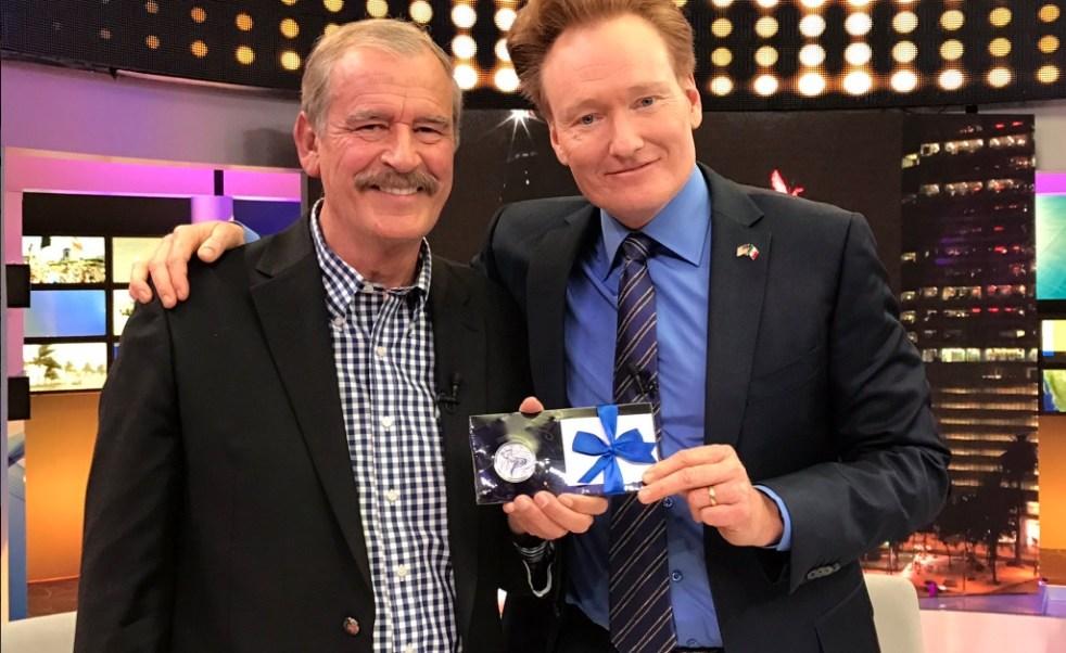 El ex presidente Vicente Fox participa en el programa especial de Conan O'Brien en México (Twitter @AlejandroLG)
