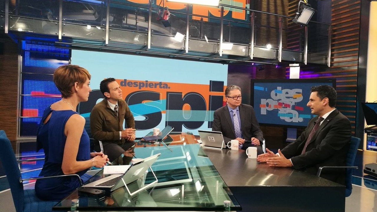 Guillermo García Alcocer, presidente de la CRE, en la mesa de Despierta con Loret. (Twitter, @NTelevisa_com)