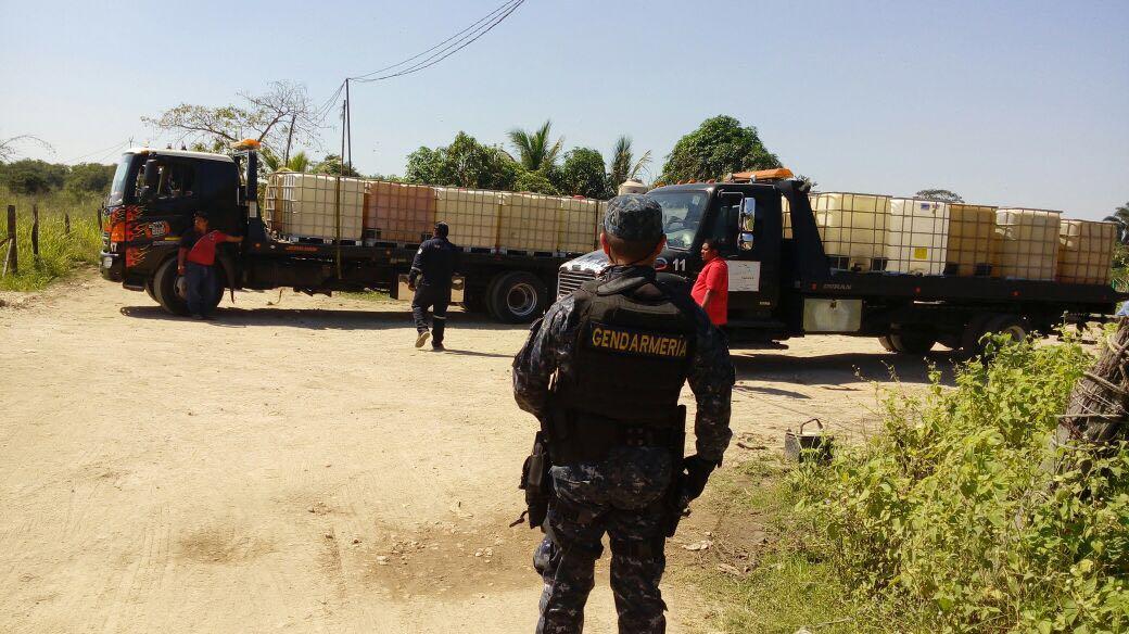 Decomisan combustible ilegal en Tabasco (Policía Federal)
