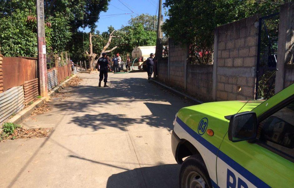 Desalojan preescolar por fuerte olor a gasolina en Santa María Petapa, Oaxaca. (Noticieros Televisa)