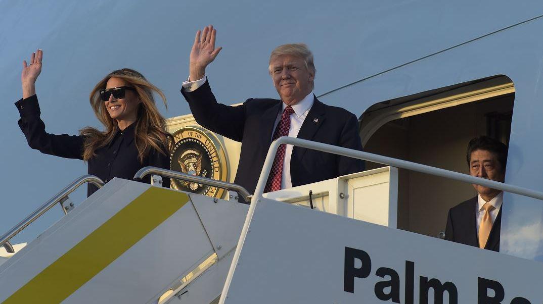Melania y su hijo Barron viajan desde Nueva York a Mar-a-Lago para encontrarse con Donald Trump, los fines de semana. (AP, archivo)