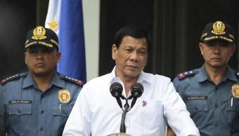 El presidente de Filipinas, Rodrigo Duterte, habla a policías en el Palacio Presidencial en Manila (AP/archivo)