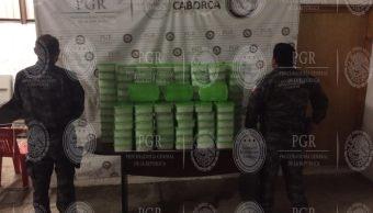 Elementos de la PGR aseguran más de 150 kilos de metanfetamina oculta entre cajas de papaya en Sonora. (Twitter/@PGR_mx)