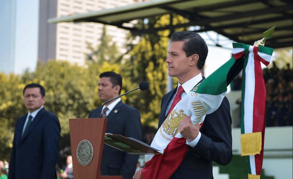 En el Campo Militar Marte, el presidente Peña encabezó el 196 aniversario del día de la bandera. (Presidencia)