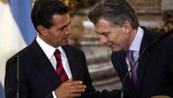 El presidente Peña Nieto agradeció a su homólogo de Argentina, Mauricio Macri, las muestras de solidaridad del pueblo y gobierno de ese país; ambos confirmaron el interés de seguir en la negociación un acuerdo bilateral.