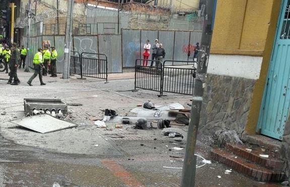 Al menos 10 policías resultan heridos por una explosión en el barrio de La Macarena, en el centro de Bogotá. (Twitter @BluRadioCo)