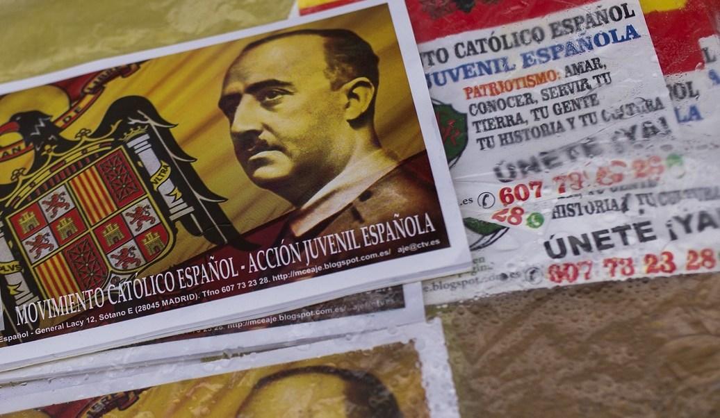 El rostro del ex dictador español Francisco Franco durante una manifestación conmemorativa de su muerte (AP)