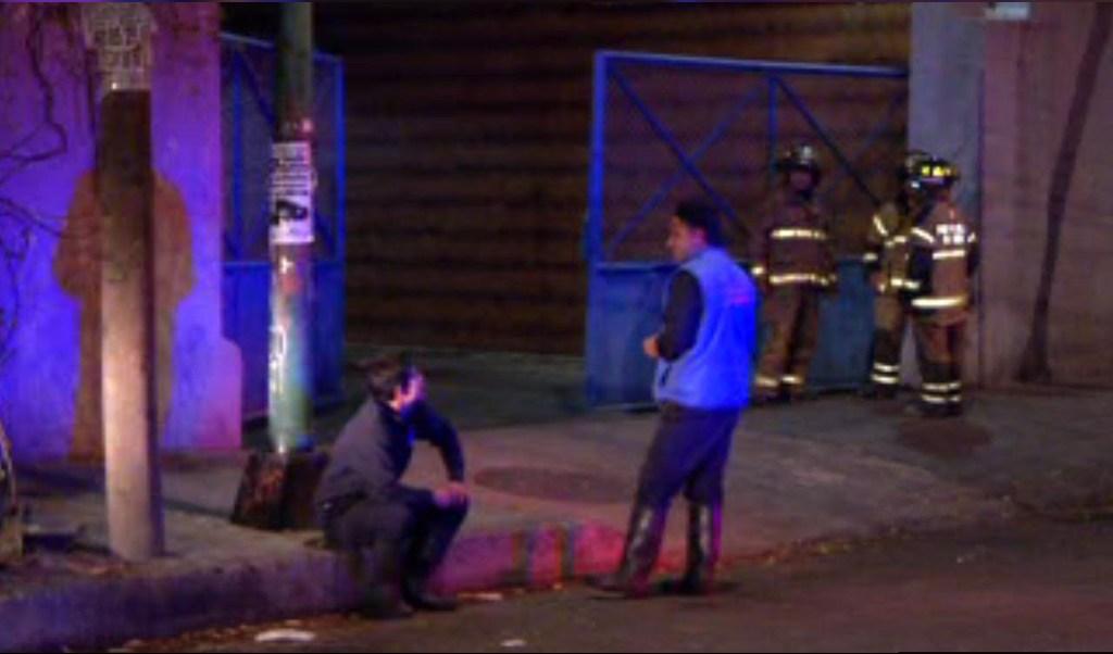 Bomberos atienden fuga de amoniaco en una fábrica de hielos en Coyoacán; algunas personas resultan intoxicadas (Noticieros Televisa)