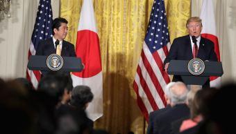 Donald Trump, presidente de Estados Unidos y Shinzo Abe, primer ministro de Japón, durante un mensaje en la Casa Blanca (Getty Images)