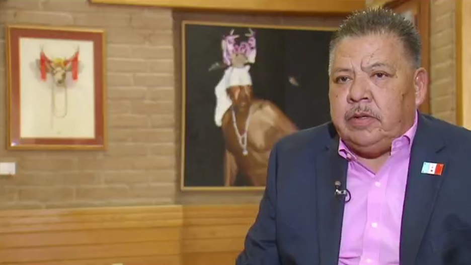 Robert Valencia, gobernador yaqui, levanten la voz en contra de una separación de tierras ancestrales y de familias con el muro de Trump (Noticieros Televisa)