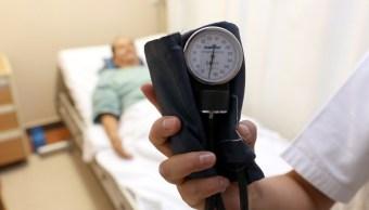 De acuerdo con los especialistas, las enfermedades cardíacas son más frecuentes en hombres.