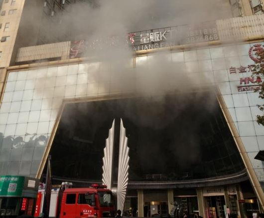 Las primeras investigaciones indican que el fuego empezó al prender una chispa, cuando unos obreros realizaban una soldadura (News.CN)