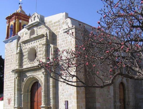 El Instituto de Órganos Históricos de Oaxaca ofreció un concierto en la iglesia de Jalatlaco, a cargo del maestro Tonatiuh González (mexicoescultura.com)