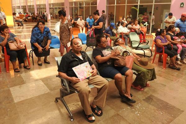 Se estima que durante un año, los 274 mil jubilados invierten aproximadamente 66 millones de pesos en gastos para trasladarse a las oficinas del IMSS. (Notimex, archivo)
