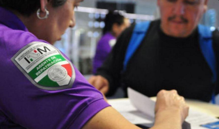 Todos los migrantes deportados de Estados Unidos a México deben acreditar su nacionalidad mexicana con documentos; en caso de no contar con papeles, agentes del INM les aplican una serie de preguntas para corroborar su ciudadanía. (Twitter@INAMI_mx)
