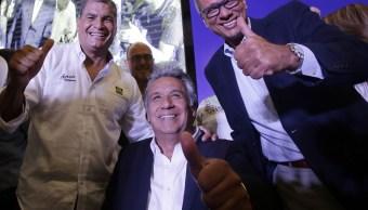 El presidente de Ecuador, Rafael Correa, izquierda, Lenin Moreno, candidato a la presidencia del partido gobernante Alianza PAIS, y su vicepresidente, Jorge Glas (AP)