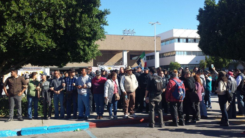 El lunes, policías municipales desalojaron a manifestantes que protestaban contra el aumento al impuesto predial