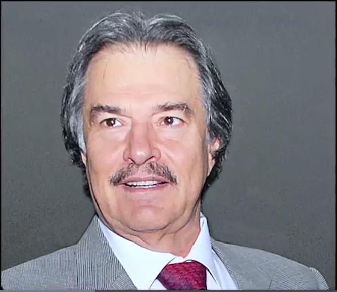 Ismael Flores Cantú, líder de la CTM en Nuevo León, les cobra derecho de piso a taxistas, choferes del transporte urbano y hasta a niños que empacan cosas en supermercados para dejarlos trabajar. (Noticieros Televisa)
