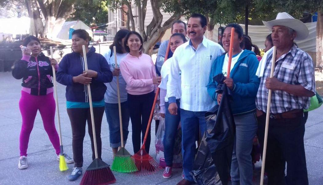 Cientos de familias se sumaron a esta actividad en beneficio de su ciudad (Twitter/@comitechilpo)
