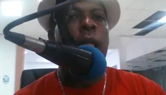 La policía dominicana informó que hombres armados ingresaron a instalaciones de la emisora FM 103 y dispararon contra los comunicadores Luis Manuel Medina y Leo Martínez, del programa Milenio Caliente.