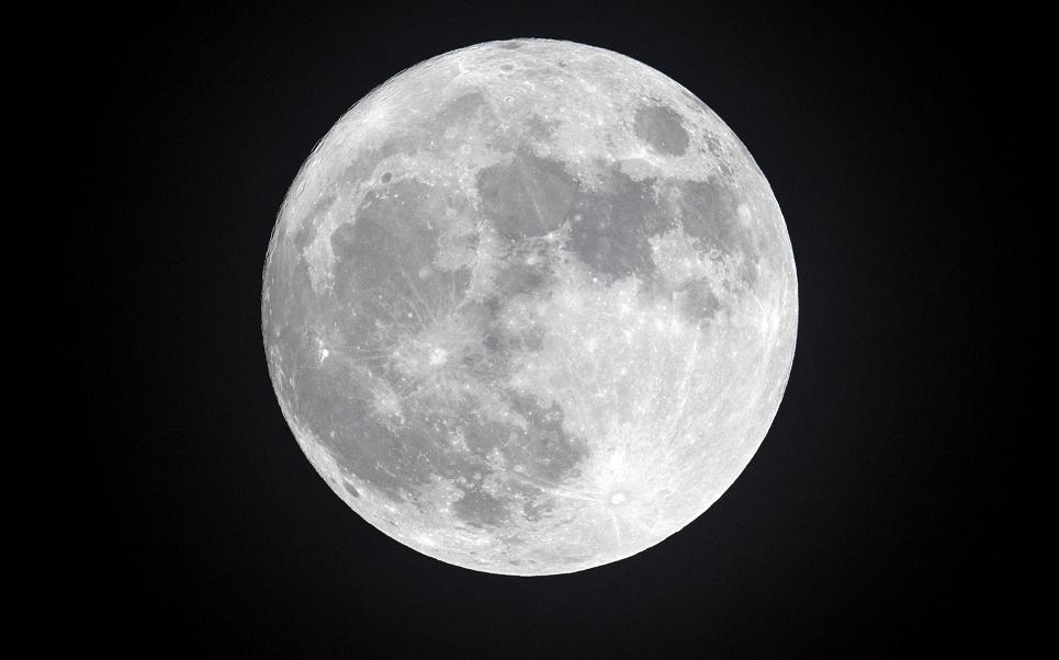 Un eclipse lunar dará inicio el viernes por la noche. El satélite natural pasará por la penumbra de la Tierra (Getty Images/archivo)