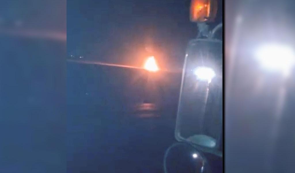 Incendio en el poliducto Minatitlán-México visible desde la autopista Puebla-Orizaba; el siniestro fue controlado en la madrugada