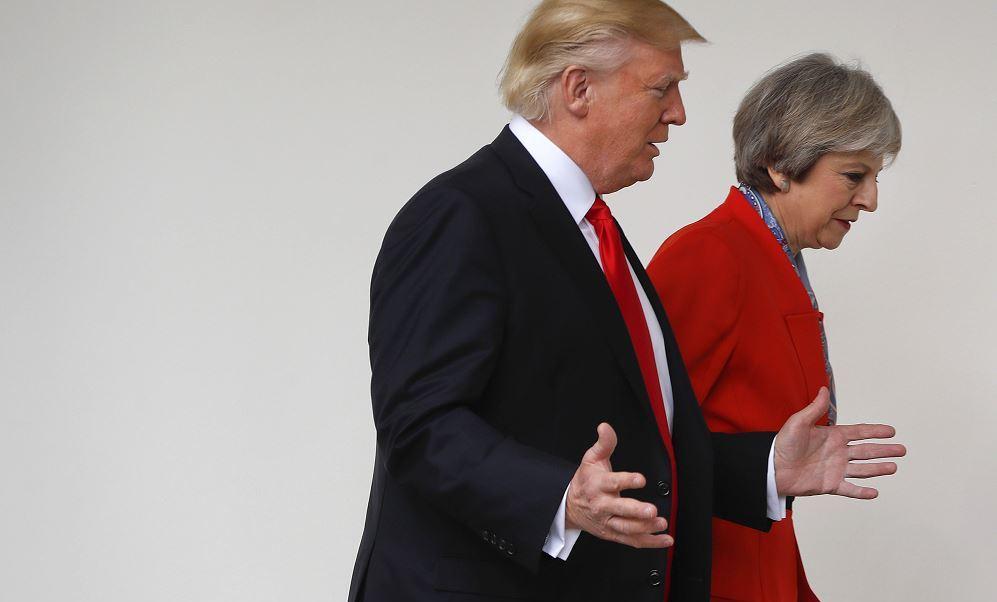 La primera ministra británica, Theresa May, en compañía del presidente de EU, Donald Trump. (AP, archivo)