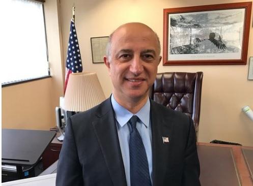 Fotografía del alcalde de Montvale, Michael Ghassali, un inmigrante sirio que dijo que su ciudad no será un santuario para los inmigrantes que viven sin autorización en Estados Unidos. (http://www.northjersey.com)