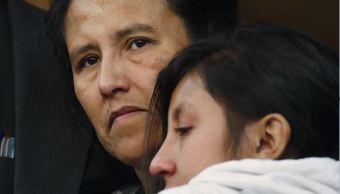 Este caso es similar al de la mexicana Elvira Arellano, quien se refugió en una iglesia de Chicago junto a su hijo hace más de 10 años, aunque al final fue deportada, logró regresar a EU con una visa humanitaria en marzo de 2014. (AP)